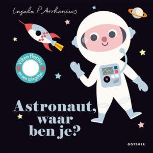 """Astronaut, waar ben je? is van de populaire peuterserie Waar ben je? van de Zweedse ontwerpster Ingela P Arrhenius. Flapjes In Astronaut, waar ben je? zitten allerlei ruimtewezens achter de flapjes verstopt. Kun jij de raketbouwer, de ruimtehond, het marsmannetje en de astronaut vinden? De flapjes zijn gemaakt van vilt: lekker zacht én stevig dus! Een zoek-en-vind-boekje voor de allerkleinsten, met als verrassing een spiegeltje op de laatste pagina. Ingela P Arrhenius Het werk van de Zweedse ontwerpster Ingela P Arrhenius is mateloos populair. Zowel peuters als hun (designliefhebbende) ouders zijn dol op haar onweerstaanbare illustraties en vormgeving. De stevige kartonnen kinderboeken """"Zebra,waar ben je?"""" en """"Kip,waar ben je? """"van Ingela P Arrhenius zijn ook aanraders voor kinderen vanaf 1 jaar. 10 pagina's"""