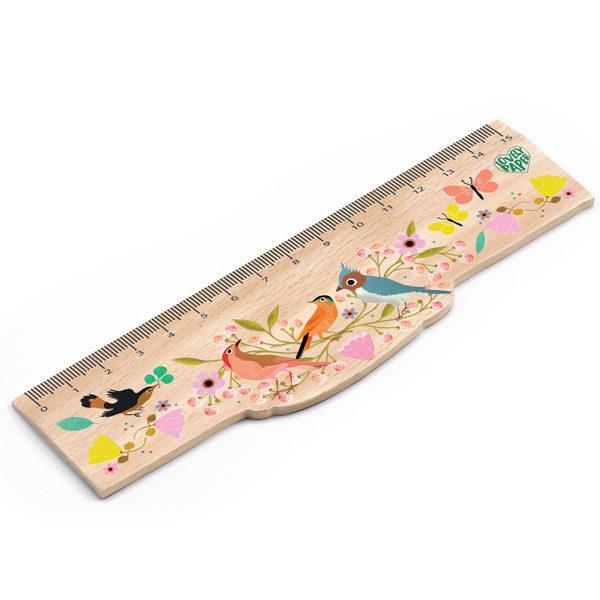 Djeco houten meetlat vogels 15cm Djeco houten meetlat vogels 15cm van het Franse merk Djeco is een mooie meetlat van de lovely papers collectie. De mooie illustraties van de vogels en bloemen is van Tinou le Joly Sénoville.