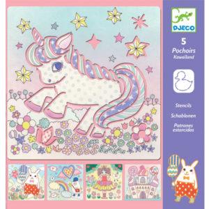 Djeco kawailand sjablonen vanaf 4j Voor meisjes die verzot zijn op Kawai is deze sjablonen set echt leuk! In de verpakking zitten 5 verschillende sjablonen om kawai tekeningen te maken. Ontdek het snoepkasteel, de unicorn, de prinses,.. Gebruik dunne viltstiften om je kleurrijke tekening te maken. De illustraties van de kawailand sjablonen zijn van Yoko Furusho voor het Franse merk Djeco. De Kawailand sjablonen zijn ook ideaal als cadeau voor een verjaardag, een verjaardagsfeestje, tijdens een etentje of voor op vakantie. Voor creatieve kinderen vanaf 4 jaar.