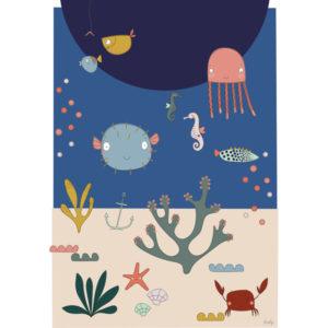 Liezelijn oceaan poster 50 x 70 Deze mooie poster neemt je mee naar de bodem van de oceaan. De vrolijke kleuren en speelse dieren geven je onmiddellijk een blij gevoel. Een eyecather in de kinderkamer. Digitaal gedrukt in full color op 250gr houtvrij gesatineerd mc papier.