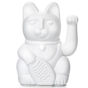 """Lucky cat white Het gelukskatje (Japans: 招き猫, maneki neko) is één van de meest voorkomende talismannen in Japan. De oorspronkelijke Japanse naam is maneki neko,wat letterlijk """"wenkende kat"""" betekent. Gelukskatjes heffen hun rechterpoot of linkerpoot of soms ook allebei. De betekenis van het heffen van de pootjes verschilt per locatie of land. Het wuiven van het rechterpootje brengt geluk. Hoe hoger het geheven pootje, des te groter het geluk. In de white lucky cat past 1 AA batterij, ( batterij is niet mee inbegrepen ) de white kleur staat voor peace & reflection. Prachtig in je interieur of in de baby en/of kinderkamer. De lucky cats zijn ook verkrijgbaar in een pink,blue en yellow versie."""