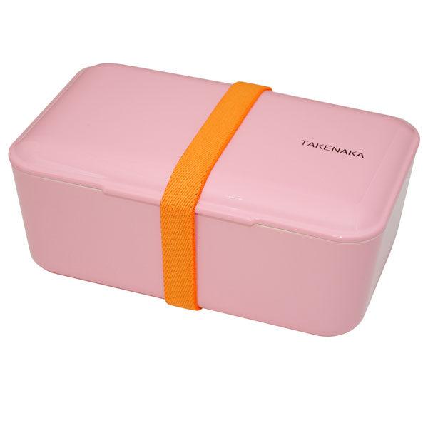 Takenaka bento box lunchbox Candy Pink Lunchen in stijl doe je met de bento boxes van het Japanse merk Takenaka. De mooie candy pink kleurige bento box kan je gebruiken als lunchbox voor koude en warme gerechten of slaatjes. Inclusief een onderverdeler en een elastiek om de bento box te sluiten. De bento boxes zijn ook verkrijgbaar in de kleuren: peppermint, rose en Serenity blue. Microgolf en vaastwasmachine bestendig. Inhoud is 900 ml.