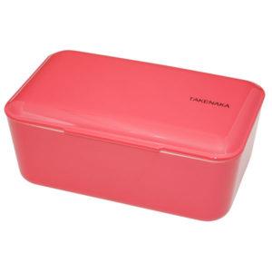 Takenaka bento box lunchbox Rose Lunchen in stijl doe je met de bento boxes van het Japanse merk Takenaka. De mooie rose kleurige bento box kan je gebruiken als lunchbox voor koude en warme gerechten of slaatjes. Inclusief een onderverdeler en een elastiek om de bento box te sluiten. De bento boxes zijn ook verkrijgbaar in de kleuren: peppermint, candy pink en Serenity blue. Microgolf en vaastwasmachine bestendig. Inhoud is 900 ml.
