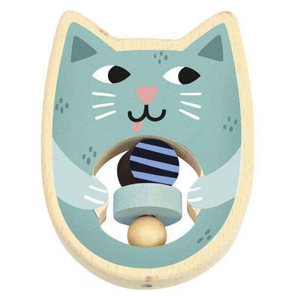 Vilac houten kat rammelaar vanaf 1j De Vilac houten kat rammelaar is een leuk cadeautje voor de allerkleinsten vanaf 1 jaar. Ontworpen door de illustrator Michelle Carlslund voor het Franse merk Vilac. De mooie houten kat rammelaar met houten parels is verpakt in een katoenen zak. De rammelaar kan gereinigd worden met een vochtige doek en water.