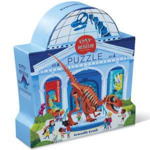 """Crocodile Creek Day at the museumDinosaurspuzzel 48 stuks vanaf 4j De Day at the museum dinosaurs puzzel is een educatieve puzzel voor kinderen vanaf 4 jaar. In de mooie silhouet doos zitten 48 stevige kartonnen puzzelstukken. Ontdek al spelenderwijs in het museum de verschillende soorten dinosaurussen. De afmeting van """"de dag in het museum dinosaurus puzzel"""" is 45cm x 60cm. De mooie puzzel is geschikt voor kinderen vanaf 4 jaar. De prachtige puzzels zijn ontworpen in New York door het Amerikaanse merk Crocodile Creek. De puzzel en de verpakking zijn gemaakt van 100% gerecycled karton en gedrukt met inkt op soja basis en watergedragen lak. Ontdek ook uit dezelfde """"Day at the museum"""" collectie de zoo,art, aquariumen space puzzels."""