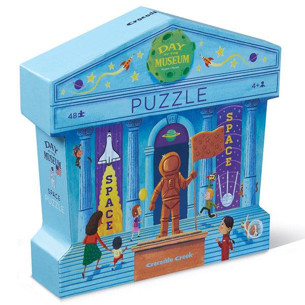 """Crocodile Creek Day at the museum space puzzel 48 stuks vanaf 4j De Day at the museumspace puzzel is een educatieve puzzel voor kinderen vanaf 4 jaar. In de mooie silhouet doos zitten 48 stevige kartonnen puzzelstukken. Ontdek al spelenderwijs in het museum de verschillende soorten ruimtevoertuigen. De afmeting van """"de dag in het museum space puzzel"""" is 45cm x 60cm. De mooie puzzel is geschikt voor kinderen vanaf 4 jaar. De prachtige puzzels zijn ontworpen in New York door het Amerikaanse merk Crocodile Creek. De puzzel en de verpakking zijn gemaakt van 100% gerecycled karton en gedrukt met inkt op soja basis en watergedragen lak. Ontdek ook uit dezelfde """"Day at the museum"""" collectie de zoo, art,dinosaurus en aquarium puzzels."""