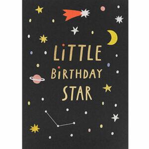 """Susie Hammer Wenskaart Little Birthday Star Susie Hammer is een freelance illustrator en graphic designer uit Madrid. Ze is verzot op illustraties voor kinderen met een vleugje humor. De """"Little Birthday star""""dubbele wenskaart met gouden print is geprint op 100% gerecycled FSC papier van berk en heeft een blanco binnenkant. De afmeting van de dubbele wenskaart is 10,9cm x 15,5cm. Inclusief een witte enveloppe."""