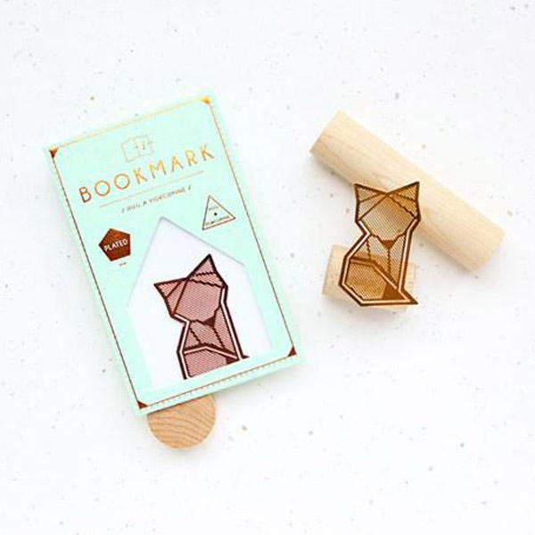 Deze handige koperkleurige vos boekenlegger is handig voor je lievelingsboek.Gespot in Singapore en limited editie. OP=OP