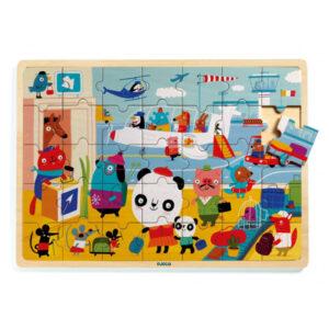 Djeco Airport puzzel 35 stuks vanaf 4j Van het Franse merk Djeco is deze mooie houten airport puzzel met 35 puzzelstukken. De puzzel is geschikt voor kinderen vanaf 4 jaar en de prachtige illustraties zijn van Linzie Hunter.