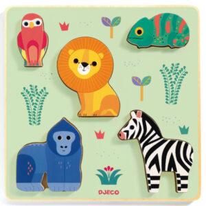 Djeco puzzel Emilion vanaf 1j Van het Franse merk Djeco is deze mooie houten puzzel Emilion. De educatieve houten relief puzzel met 5 dieren is geschikt voor kinderen vanaf 12 maanden. De prachtige illustraties zijn van Olivia Cosneau.