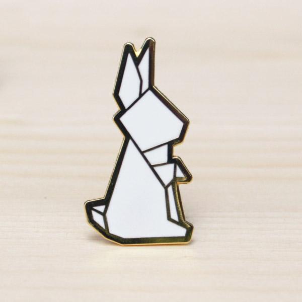 Dit prachtige konijn broche hebben we gespot in Singapore. We zijn dan ook fier dat we deze limited collectie verkopen in België. Ideaal als cadeautje of gewoon leuk voor jezelf.