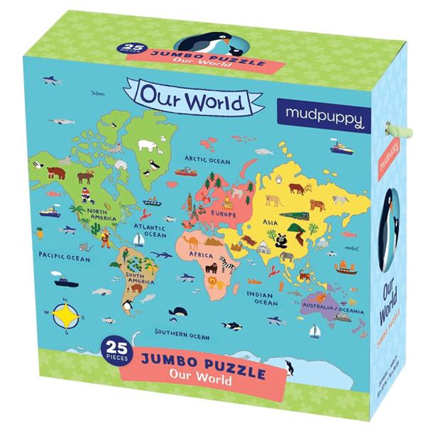 Mudpuppy Our World Jumbo puzzel 25 stuks vanaf 2 jaar Our World is een jumbo puzzel van 56cm x 56 cm met 25 grote kartonnen puzzelstukken voor kinderen vanaf 2 jaar. In de voor 70% gereclyceerde kartonnen opbergdoos zitten 25 kartonnen puzzelstukken van 90% gerecycleerd karton. De mooie wereldpuzzel is gedrukt met veilige inkt en ontworpen in New York.