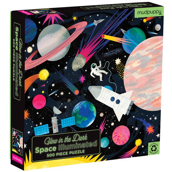 Space illuminated is een Glow in the dark puzzel met 500 puzzelstukken. De puzzel is 51cm x 51cm en geeft licht in het donker. De kartonnen doos is gemaakt van 70% gerecycled karton en de kartonnen puzzelstukken van 90% gerecycled karton. Gedrukt met veilige inkt en ontworpen in New York. De Glow in the dark puzzel is geschikt voor kinderen vanaf 8 jaar.
