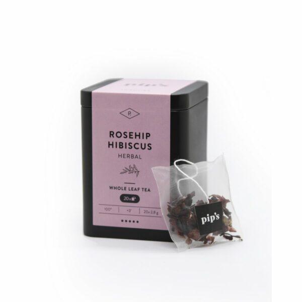 Rosehip Hibiscus kruidenthee Rosehip Hibiscus kruidenthee van pip's is de Indonesische hibiscusbloem en deze smaakt fruitig en zoet. Deze klassieker heeft geen introductie nodig. De theezakjes zijn biologisch afbreekbaar. Ze worden geproduceerd uit hernieuwbare plantaardige stoffen zoals rietsuiker en maiszetmeel. Waarom pip's thee? Typisch aan de kwaliteitsthee van pip's is dat je al deze ingrediënten makkelijk kan terugvinden. Open gerust eens een zakje. Dit is geen gruis met een smaakje. Alle ingrediënten zijn allemaal met het blote oog waar te nemen. Bij Pip's thee is alles puur natuur. Elk zakje is bovendien consistent van samenstelling. Zo is elke Rosehip Hibiscus altijd een puur verwenmoment! Geef deze kruidenthee gerust de tijd om al zijn smaken af te geven. Start dus zeker met kokend water zodat het even duurt voor je nip na nip deze Rosehip Hibiscus helemaal tot zijn recht laat komen. In de mooie hersluitbare verpakking zitten20 zakjes kruidenthee van 3 gram. Laat de kruidenthee 3 minuten intrekken op 100 graden.