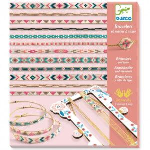 Djeco Weefraam met kralen vanaf 9 jaar Met het houten weefraam,naald,gouden draad en kleine kralen kan je verschillende armbanden maken. Het weefraam is van het Franse merk Djeco en geschikt voor kinderen vanaf 9 jaar.