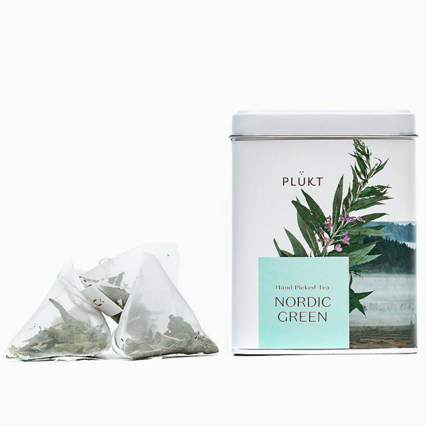 Nordic groene thee 20 zakjes NORDIC GREEN TEA bevat bladeren van wilgenroosje, met de hand geplukt in wilde weilanden en bossen van Noord-Europa. Gebruik het als een gezond en verfrissend alternatief voor bestaande groene theeproducten. Vrij van: cafeïne; Chemicaliën. Effect: energieboost, metabolisme-verbeterend. Verpakt in een stevige hersluitbare metalen doos.