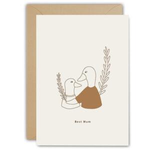 Wenskaart Best Mum Ted & Tone Gedrukt in Nederland op Paperwise papier, gemaakt van landbouwafval zodat er geen boom gekapt hoeft te worden. Dubbele wenskaart 10x15cm, inclusief envelop.