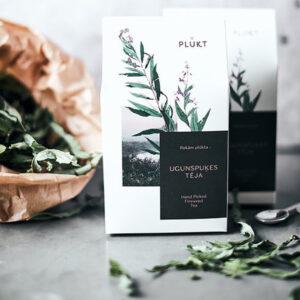 Wilgenroos losse thee De Wilgenroosje-thee is onze favoriete PLūKT-thee en is perfect voor diegenen die graag goede dingen in kleine hoeveelheden hebben. Tussen elegante lange bladeren vind je zomerse vibes in de vorm van de zoete paarse bloemen van wilgenroosje. Giet gewoon wat heet water over de bladeren en je zult zien hoe ze bloeien in je kopje. In elk kruid zit een stukje echt mooie en wilde Scandinavische zomer. Elke PLŪKT-thee is van nature kleurrijk en heerlijk omdat deze met de hand wordt geplukt in wilde Scandinavische weiden en bossen, waar kruiden meer geconcentreerd zijn dan gecultiveerde en vervolgens op natuurlijke wijze worden gedroogd door de zon en de wind. Het product bestaat uit 30 g heel wilgeroosje-blad. ->gecertificeerd biologisch ->veganistisch, vegetarisch ->met de hand geplukt in biologische wilde weiden en bossen van Noord-Europa ->ethisch merk Caffeïnne vrij GGO-vrij Witte kartonnen verpakking metbeschermende binnenverpakking, gewicht 25 g. Afmeting verpakking: 9,6cm x 5cm x 17cm (h).
