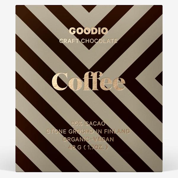 Coco - Biologische 56% pure chocolade met koffie Donkere rauwe chocolade - romige textuur dankzij de toevoeging van cashewnoten, afgerond met biologische espresso. Cacao uit Peru. De chocolaatjes van Goodio zijn allemaal veganistisch, soja-vrij, biologisch en meestal gemaakt van ingrediënten van rauwe kwaliteit. Qua smaak zijn ze geïnspireerd door de natuur en cultuur van Finland.