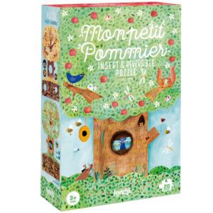 Londji puzzel mon petit pommier vanaf 3 jaar Mon petit pommier is een tweezijdige kartonnen puzzel voor kinderen vanaf 3 jaar. Ontdek het verschil in de appelboom in de lente en de herfst. De mooie illustraties zijn van voor het Spaanse merk Londji. De puzzel is gedrukt met biologische inkt op gerecycled karton. In de gerecyclede duurzame puzzeldoos zitten 20 puzzelstukken. De educatieve puzzel is voor peuters vanaf 3 jaar,en stimuleert de motoriek.