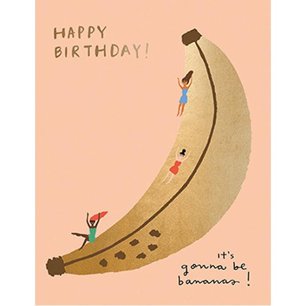 """Happy Birthday Banana Slide Carolyn Suzuki Carolyn Suzuki woont in Los Angeles en maakt prachtige illustratiesmet felle kleuren en speelse patronen die vreugde en diversiteit naar voor brengen. Met haar mooie illustraties met een tikkeltje humor steunt ze verschillende goede doelen zoals mensenrechten en het klimaat. Ze gebruikt het bereik van haar kunst in haar activisme om vrouwelijke ondernemers te ondersteunen. Carolyn heeft de laatste 8 jaar een wenskaartenbedrijf en verkoopt haar mooie illustraties van Japan tot Australië. Kidsdinge is dan ook fier om haar prachtige illustraties in Belgie te laten zien. De """"Happy Birthday Banana slide!"""" dubbele wenskaart met gouden print is geprint op 100% gerecycled FSC papier van berk. De afmeting van de dubbele wenskaart is 10,8cm x 14cm."""