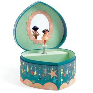 """Djeco Muziekdoos Happy Party Happy Partyis een prachtige muziekdoos voor in de baby of kinderkamer. De prachtige illustraties zijn van Lucie Brunellière voor het Franse merk Djeco. Open de muziekdoos en luister naar het mooie deuntje van """"Geschichten aus dem Wienderwald """"van Johann Stauss."""