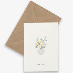"""Kartotek Wenskaart Happy Birthday Flowers Kartotek Copenhagen is een Deens grafisch merk. De Deense ontwerpster Julie ontwerpt kleine alledaagse momenten wanneer we blij zijn met onszelf of tijd delen met degene waar we voor zorgen. De visie van het ontwerpproces is """" kunnen we het eenvoudiger maken?"""" De ontwerpen van het Deense designmerk Kartotek weerspiegelen een Scandinavische eenvoud met een moderne en toch klassieke grafische touch. De Deense naam """"Kartotek"""" is afkomstig van een kaart-index of meubilair,gebruikt in bibliotheken om informatie te bewaren. Gedrukt op FSC papier,inclusief een A6 bruine kraft enveloppe."""