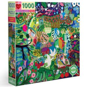 Eeboo Bountiful garden puzzel 1000 stuks Puzzel je een weg door een overvloedige tuin: een perceel bieslook, een kakelende kip, zelfs enkele zoete aardbeienranken. Puzzels van meer dan 1000 stukjes zijn perfect voor het hele gezin! Geen top of bottom, leuk om van welke kant dan ook aan te werken. Geïllustreerd door Monika Forsberg voor het Amerikaanse merk Eeboo. Gedrukt op gerycled karton en gedrukt met plantaardige inkt. Afmeting puzzel: 58,4cm x 58,4cm